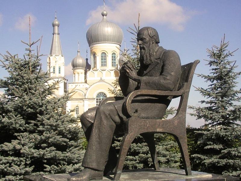 памятник Достоевскому