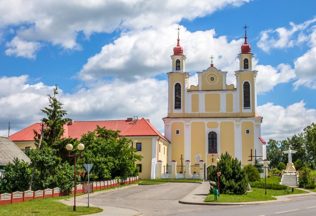 Костел св. Петра и Павла в Ивье