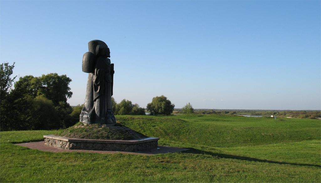 Памятник Кирилле Туровскому