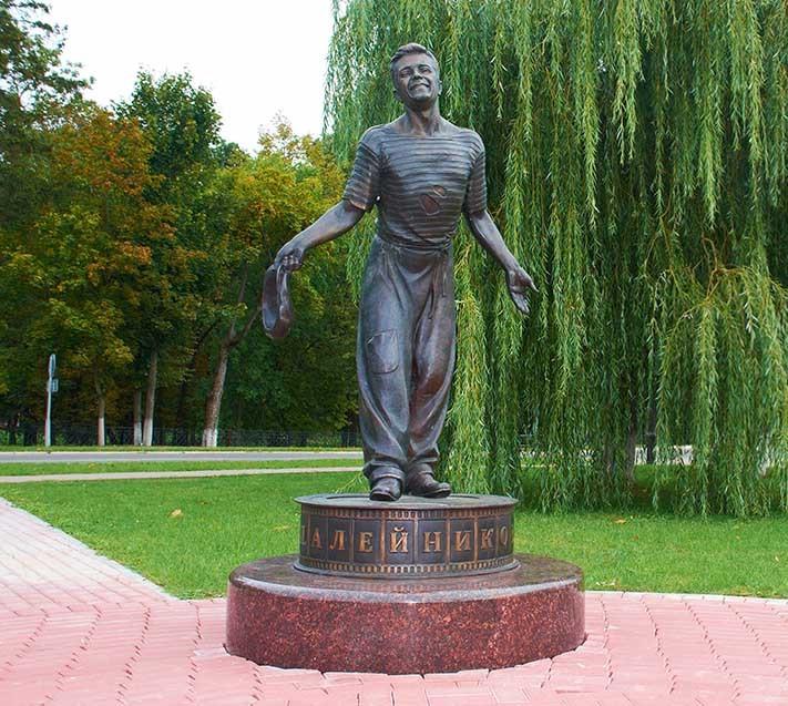 Памятник Петру Алейникову